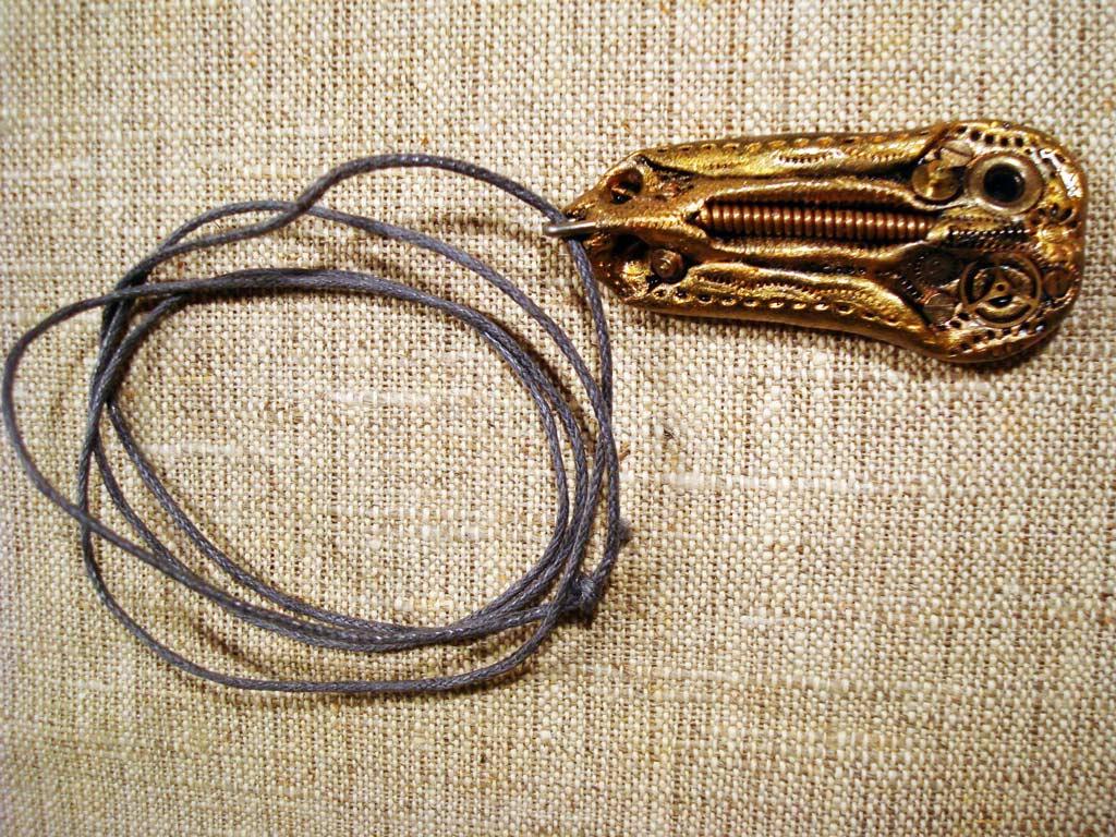 кулон из полимерной глины с элементами механизмов,покрыт акрилом и лаком,на декоративном шнуре
