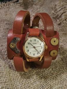 ретро часы на коричневом кожаном ремешке